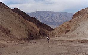 David walks up the canyon